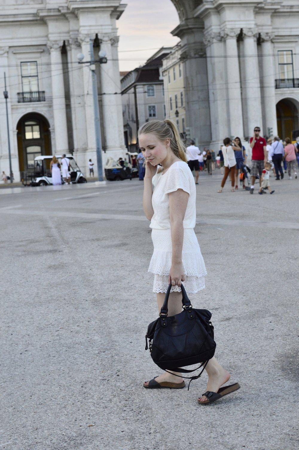 Fashionblogger-Berlin-Lisbon-All-White-Outfit-Liebeskind-EstherB-Birkenstock-Madrid