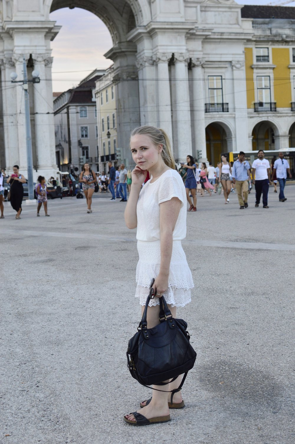 Fashionblogger-Berlin-All-White-Outfit-Liebeskind-EstherB-Birkenstock-Madrid