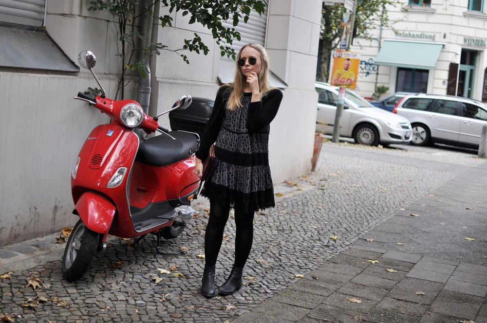 Fashionblogger-Berlin-Kleid-ueber-Pullover-Herbstmode