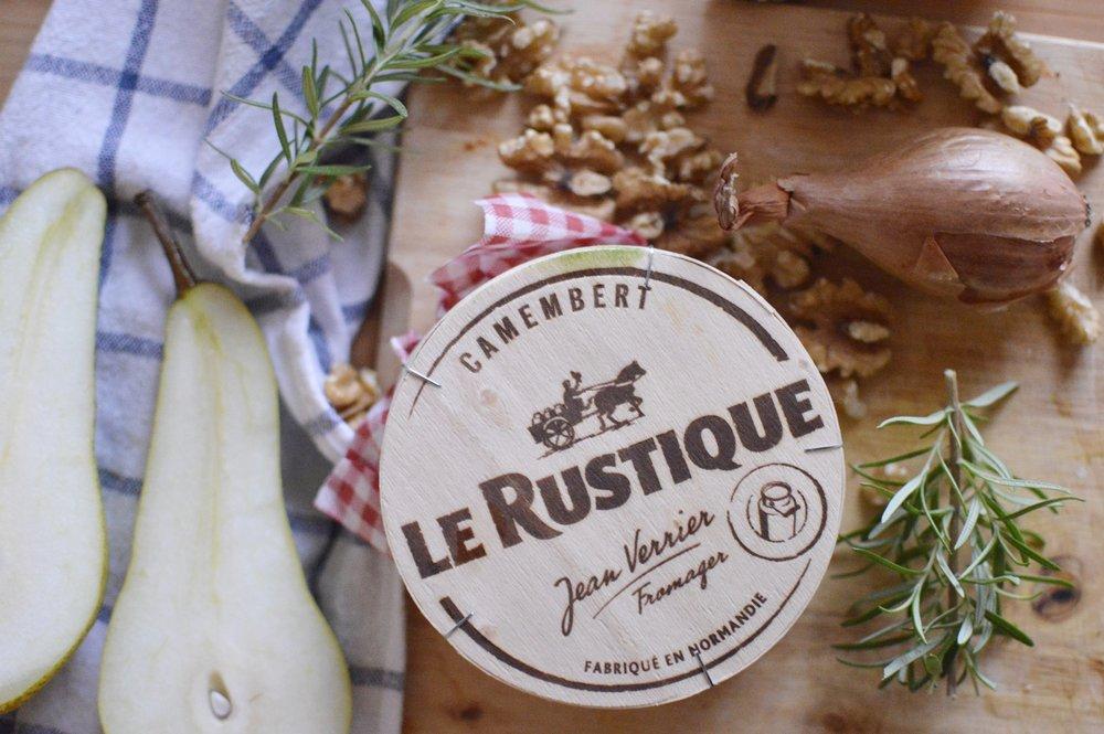 Flammkuchen-Rezept-Birne-Camembert-Rosmarin-Honig