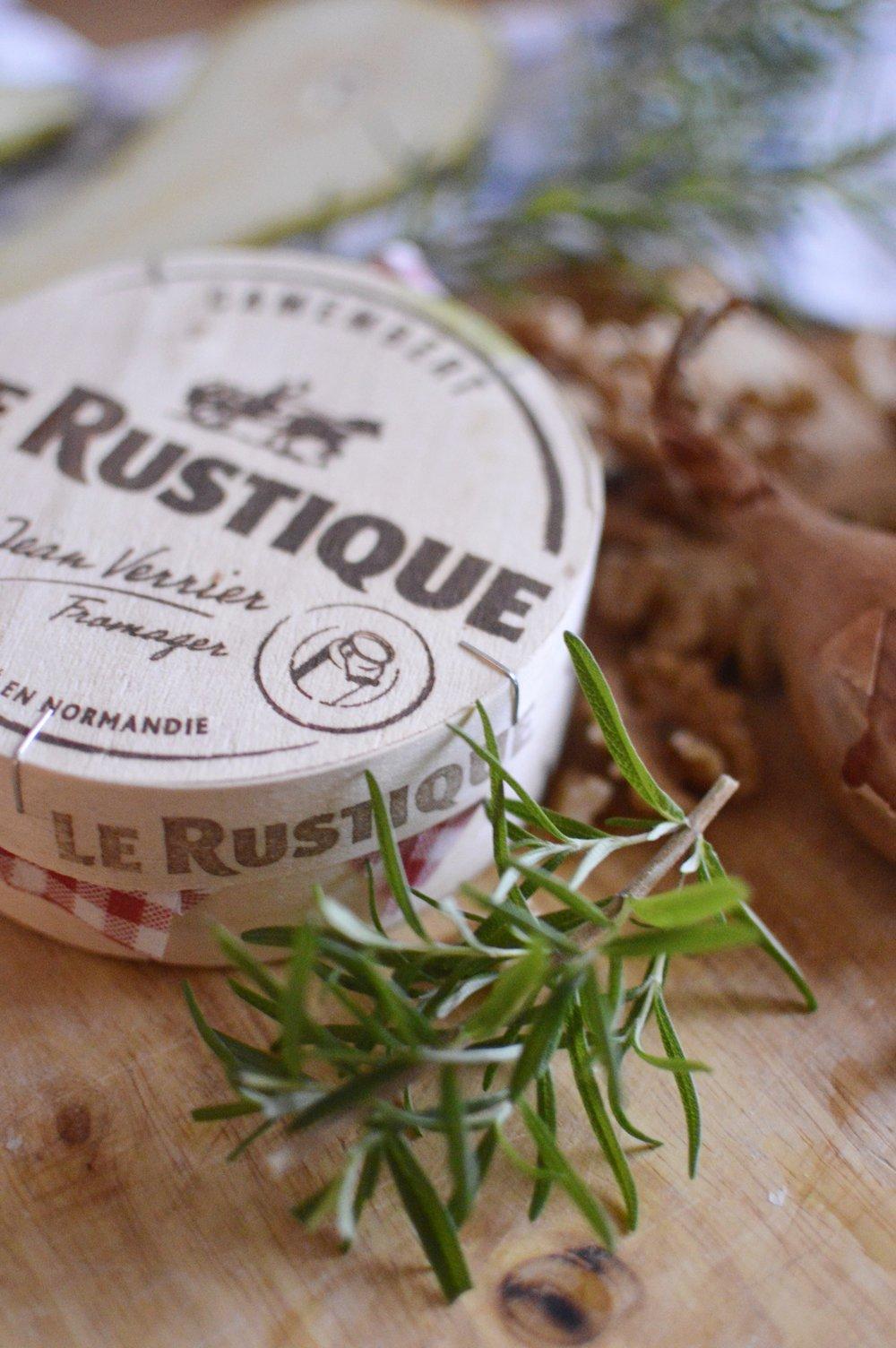 Rezept-Flammkuchen-Birne-Camembert-Walnuesse-Rosmarin-Honig