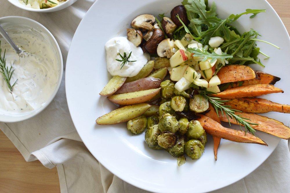 Herbstbowl-Inspiration-Rosenkohl-Lunchbowl-Süßkartoffeln-Pilze