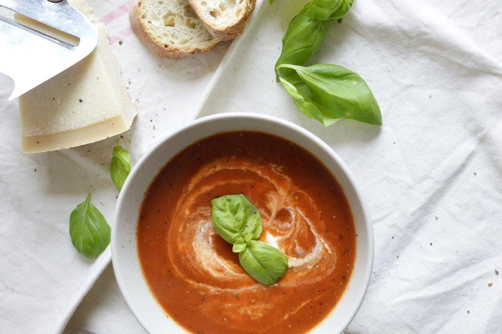 Rezept-Tomatensuppe-vegan-schnell-gesund-frisch-Basilikum-günstig