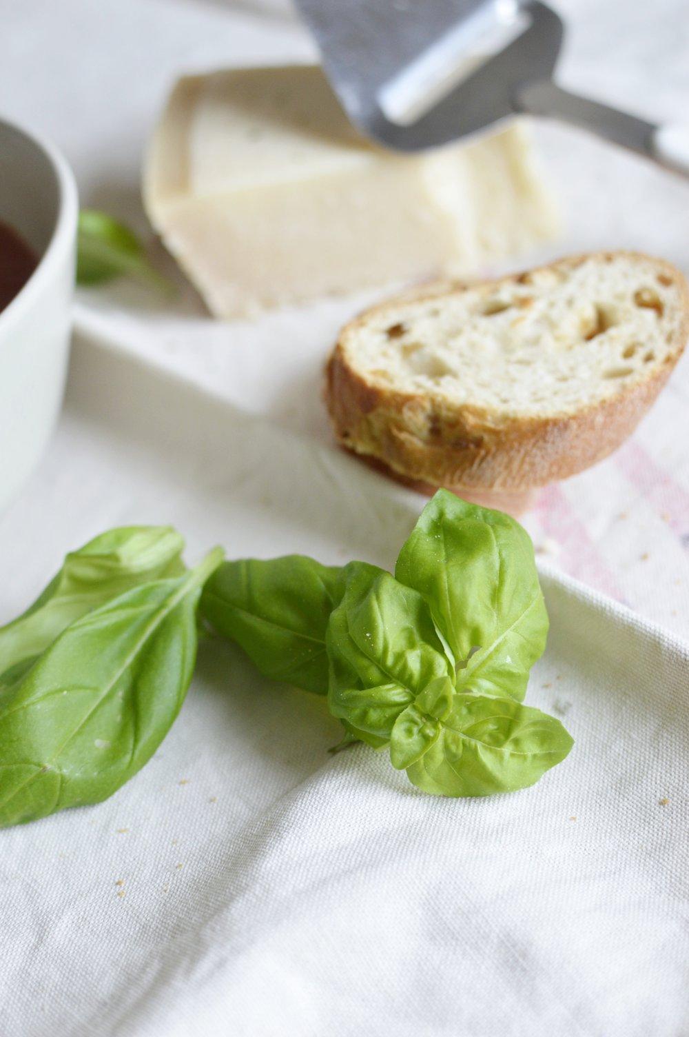 Rezept-Tomatensuppe-gesund-frisch-einfach-schnell-Basilikum-günstig