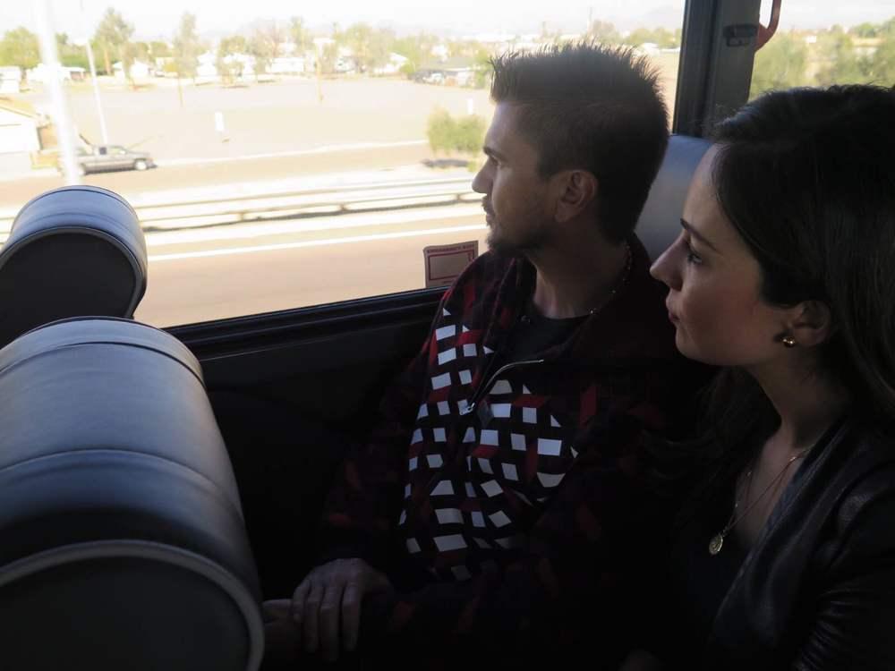 Con Juanes en el autobús rumbo a Eloy.
