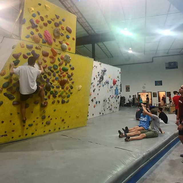 "Having so much fun in Norman tonight with our ""Back to School"" event. Come climb and have a blast with us! 🏫💪👨👩🍔 * * #backtoschool #climbupgym #climbing #climblocal #friends #funtimes"