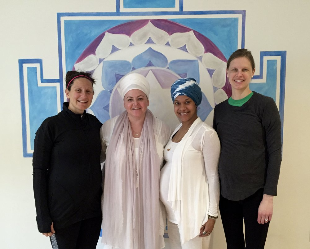 Siri Sampuran (second from left) with a few of her prenatal yoga students.