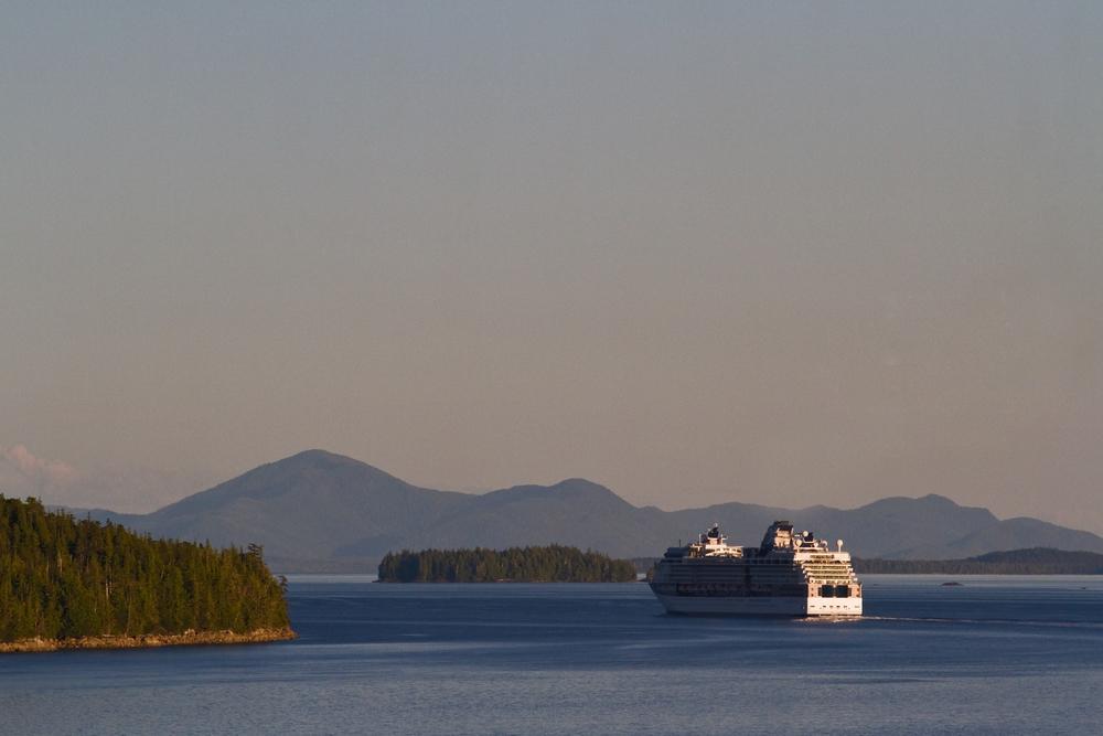 Cruise ship_1.jpg