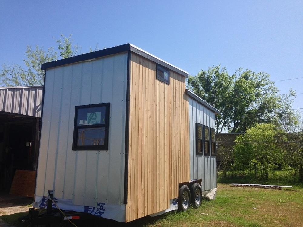 tiny-solar-house-exterior1