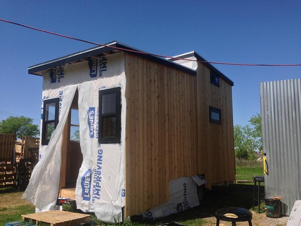 tiny-solar-house-exterior2