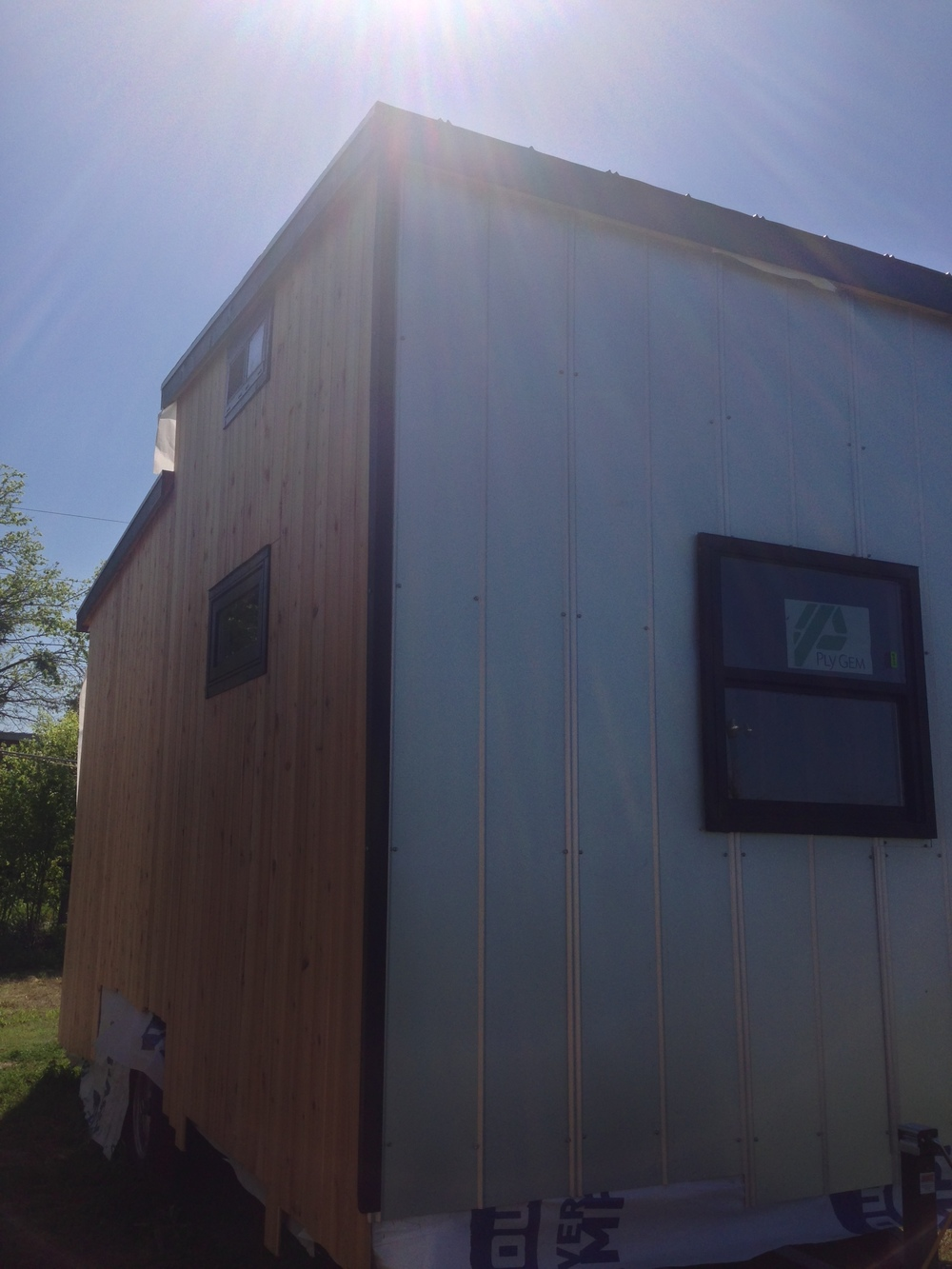 tiny-solar-house-exterior4