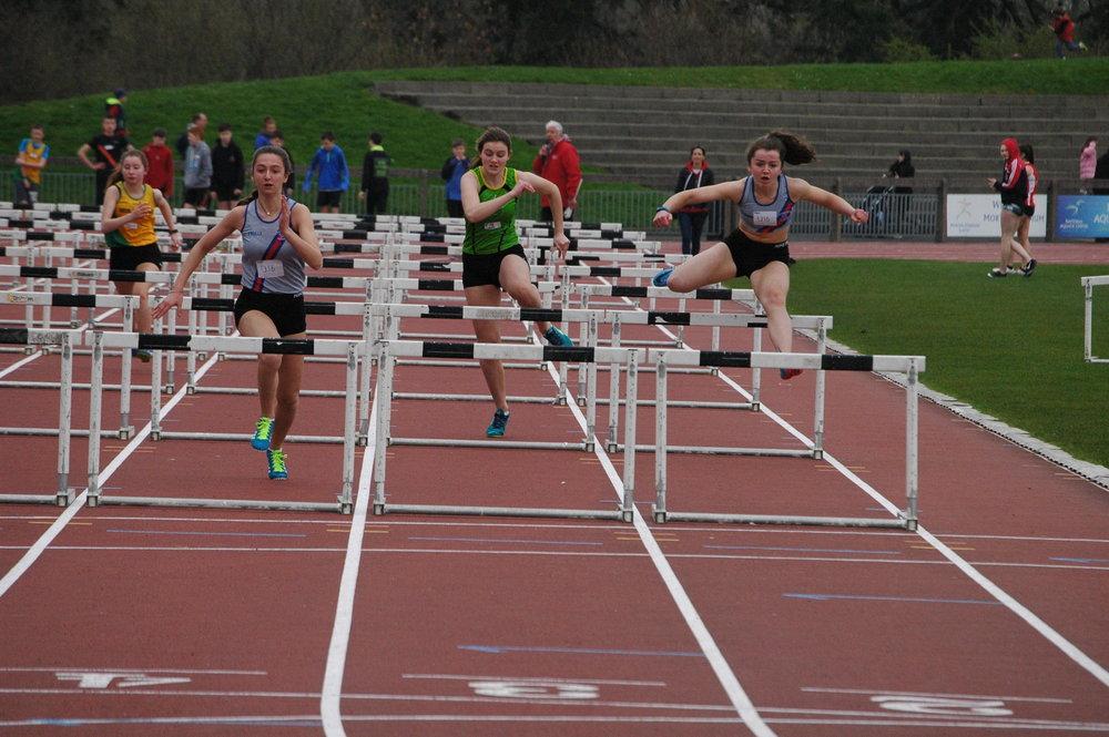Laura Hannah hurdles.jpg