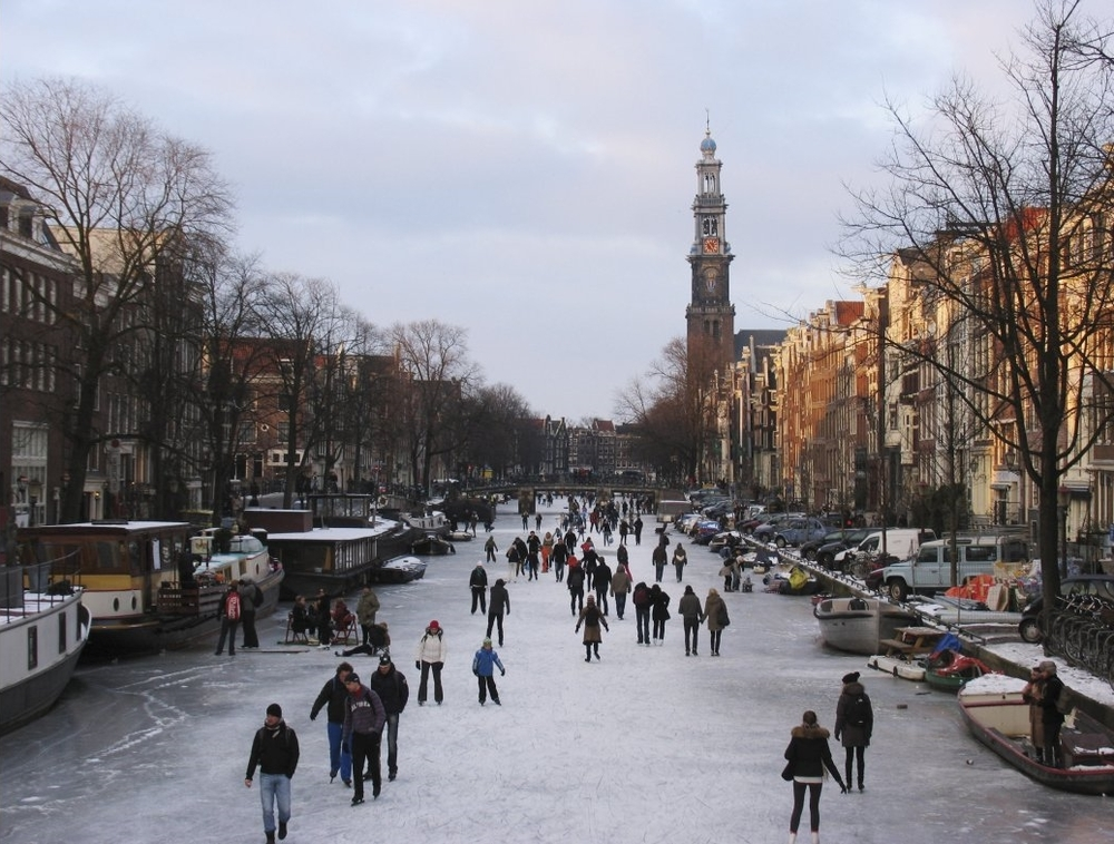 Ice skating on the canals of Amsterdam: stock photo taken from Google