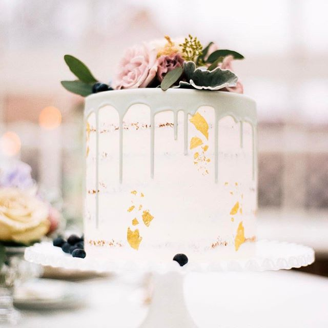 The perfect cake on the most delicate ruffled stand!  Photography by @kristinlavoiephoto | Cake by @sugarfixe | Flowers by @veileventdesign . . . #weddingdecor #springtime #soloverly #eventdesign #weddingcake #nakedcake #chicagogram #chicagostyle #chicagoevents #chicagowedding #eventplanner #chicagofoodie #chicagoblogger #eventrentals #vintagestyle