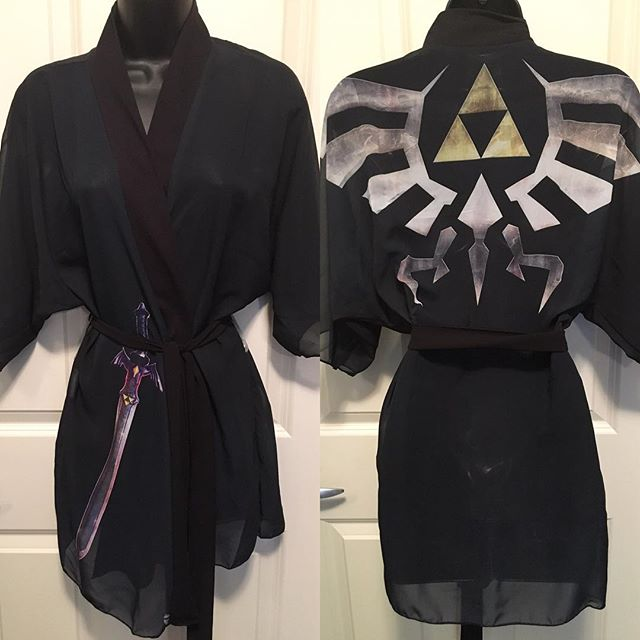 No filter needed for this beauty. Our Zelda Kimono is finally here to see! You can get it in our 2 choices of fabric. This is our chiffon fabric shown. Also there are 3 colors for the tie ribbon. Black, dark grey and cream. All robes are made here in Canada hand sewn and printed. Art is by the amazing @barrettbiggers ! Shop online at www.lunaria.ca #anime #fashion #leggings #nerd #geek #printedleggings #robe #fanart #clothing #sailormoonctystal #sailormoon #pokemon #finalfantasy #cosplay #worldofwarcraft #legendofzelda #leagueoflegends #blackmilk #princessserenity #nintendo #studioghibli #kawaii #kawaiilife #model #japan #japanese #blizzcon #gamer #gamergirl #kimono