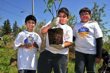CanadaMuslim-Kids-Go-Green_