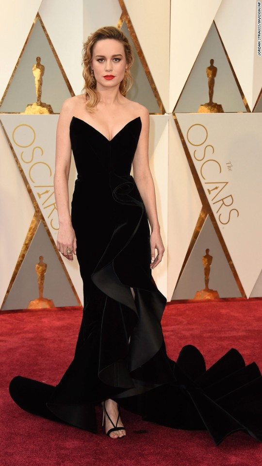 Ph: Black velvet beauty, Brie Larson in Oscar de la Renta