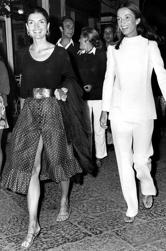 Jackie Onassis and her sister Lee Radziwill