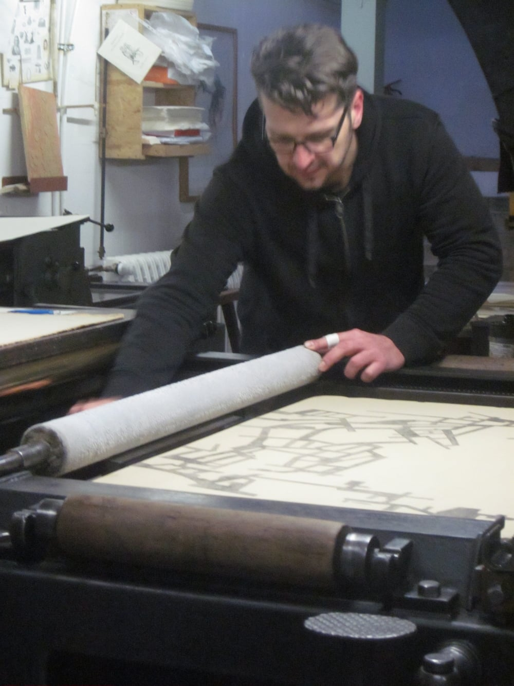 "Printing the lithograph for ""in dieser zeit 