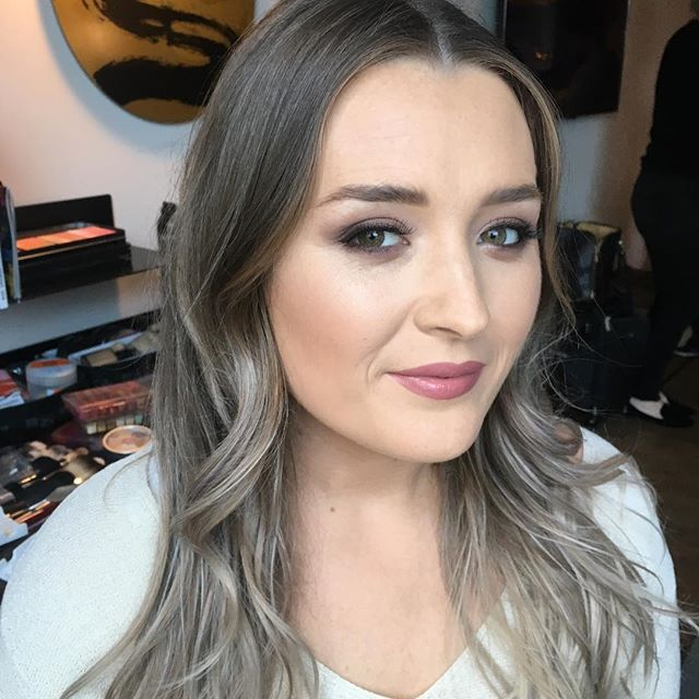 Loose curls and a smokey eye for this beauty off to a ball, client for @beautyondemandnz ❤️ . . . #aucklandmakeupartist #aucklandhairstylist #aucklandhairandmakeupartist #suqqu #viseart #urbandecay #nudelip #smokeyeye