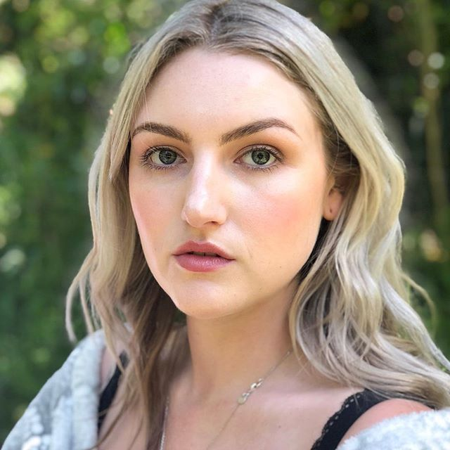 @bellagummer goes swimming in a creek and walks out looking like this 🙄  PRODUCTS: @meccacosmetica Lip Tint @suqqu_uk_official Liquid Brow Pen in 03 + @sennacosmetics Brow Book @narsissist Sheer Glow + SUQQU Nude Liquid in 101 @meccacosmetica Enlightened Balm @stilacosmetics Convertible Lip and Cheek Colour Eyeshadows a mix of @maccosmetics and @viseart