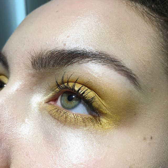 🌼🌻🌞🌝🌕 Bit of a tbt, never posted bc I felt like the blending on the outer/under was a lil rough (watery eyes getting in my way), but looked at it again this morning and decided I like it ☺️ Miss painting Siyana's gorgeous face @_s_i_y_a_n_a_  Using al @suqqu_uk_official @suqqu_official #suqqu #yelloweyeshadow #makeupideas #makeupartistnz #makeupartistauckland