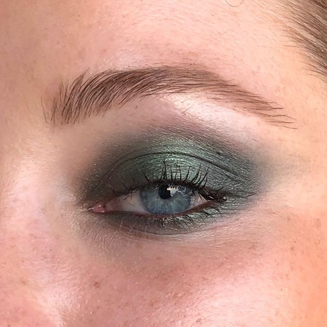 Green smoke and glowing skin, because that's the kind of makeup I am all about 💄💄💄 Products: • @rimmellondonuk Brow This Way Fill and Sculpt Pencil in Blonde (or might be medium brown, can't recall which) • Rimmel Magnifeyes Eyeshadow Primer • Rimmel Brow This Way Clear Gel • @suqqu_uk_official Designing Colour Eyeshadow 103 (Kisiu limited edition) • SUQQU Gel Liner in 02 (Dark Brown) • @narsissist Sheer Glow Foundation • @blac_cosmetics Candle Lit Glow in Pearl • @chantecailleuk Faux Cils Mascara  #chantecaille #suqqueyeshadow #suqqu #narsfoundation #rimmellondon