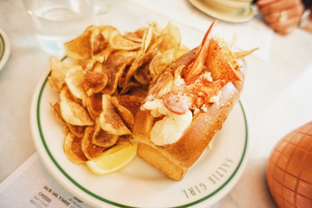 Buttered lobster roll & homemade chips