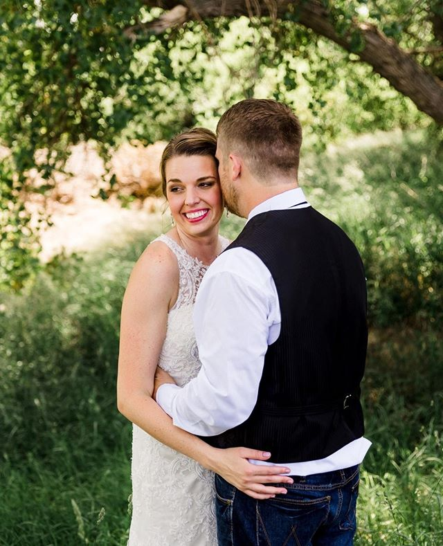 I've officially made 2019 my year of weddings :) So you'll see a lot more wedding pictures, but I still plan on doing studio and family session, don't worry :) Need a #weddingphotographer? Click on my profile link to view my Wedding Guide for all the details. #nebraskawedding #nebraskaphotographer #centralnebraskaphotographer #wednebraska #isaidyes #nebraskaweddingphotographer #bride #groom #theknot #weddinginspiration #weddingdress #weddingdetails #nebraskaweddingday #engaged2019 #nebraskaengagement #nebraskaengagementphotographer