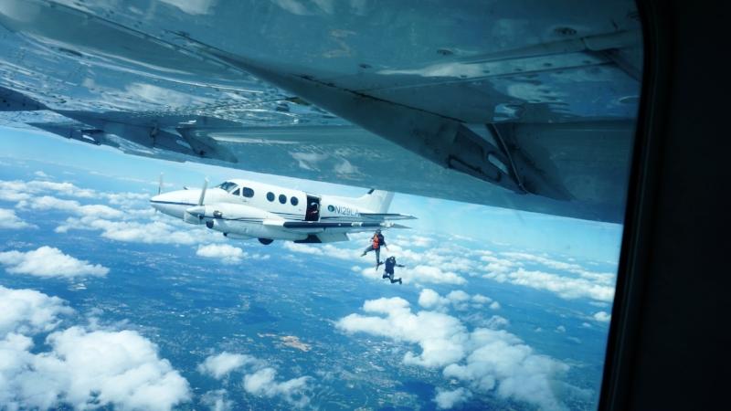 DSC0-skydiving