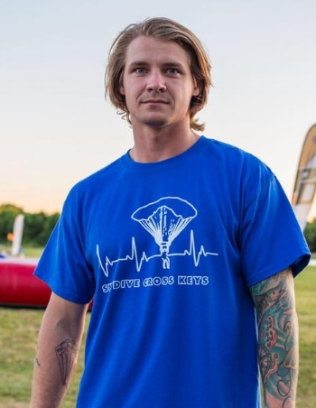 The heart beat tee for those who bleed skydiving