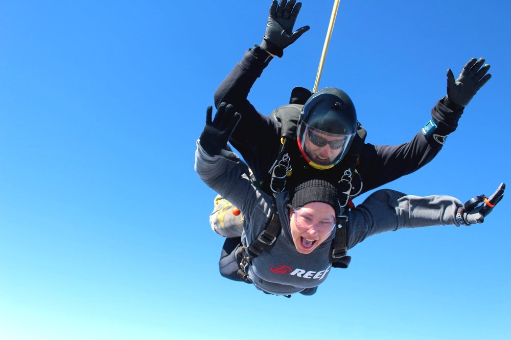tandem-skydiving-winter