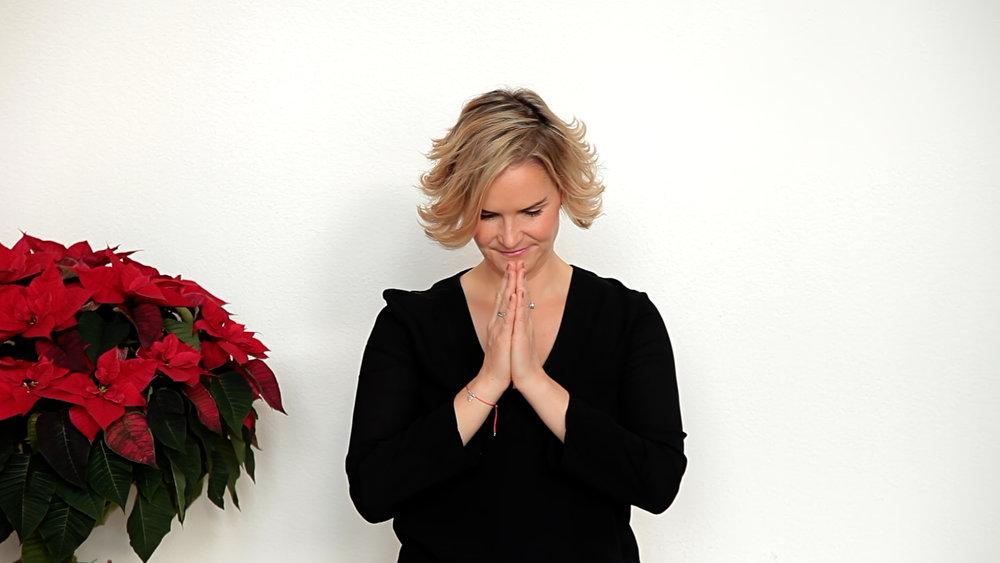 Monika Schmiderer_Weihnachtsgedicht_Modern_SWITCH OFF2.jpeg
