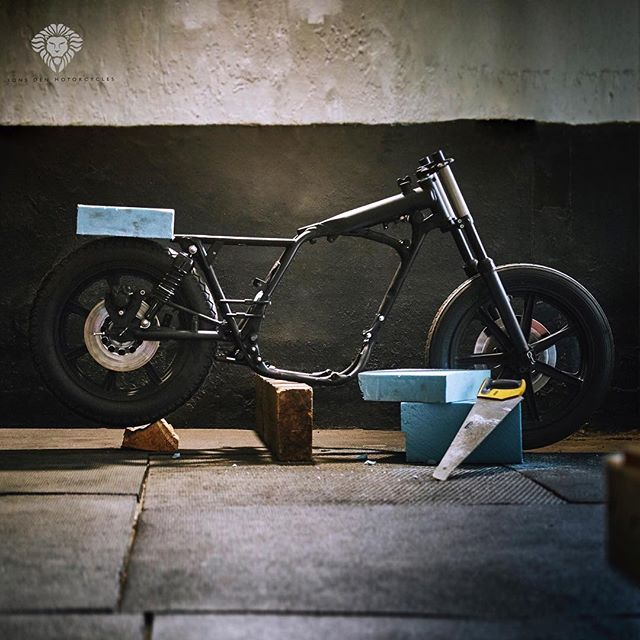 One of the very first stages of designing a build. For me ideas develop when I see something take shape in physical form. That means shaping in foam. I take ideas that are floating around in my head and now apply them to the foam.  This SR500 build has no owner as of yet. It could be yours.......... . Snapped by @tomgriffithsphotos . . . . . #yamaha #sr500 #design #custom #handmade #imagine #imagination #creative #create #build #motorbike #caferacer