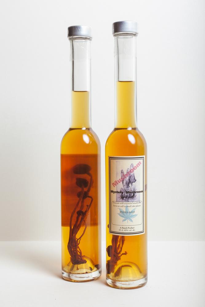 MYSTERY MUSHROOM Op Vodka getrokken paddenstoel. 200ml.€ 34,95
