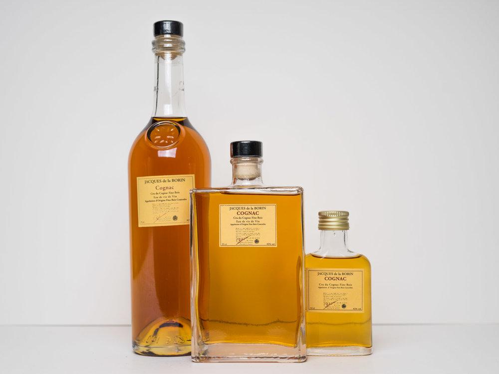 COGNAC JACQUES DE LA BORIN  Een fine bois cognac.  0,7 l.  € 39,95  0,35 l. € 19,95  0,10 l. € 7,95