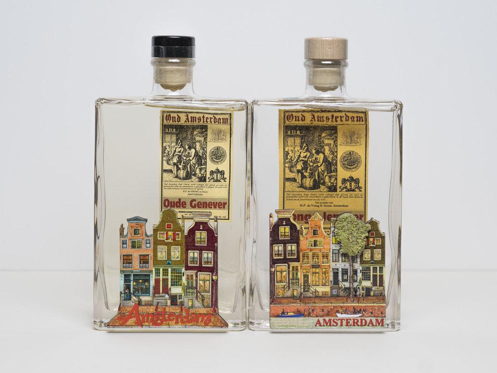 350ml.  Jonge en oude Jenever, fles met grachtenhuisjes. € 16,95