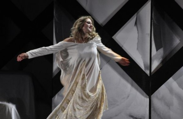 traviata zamku opera.jpg