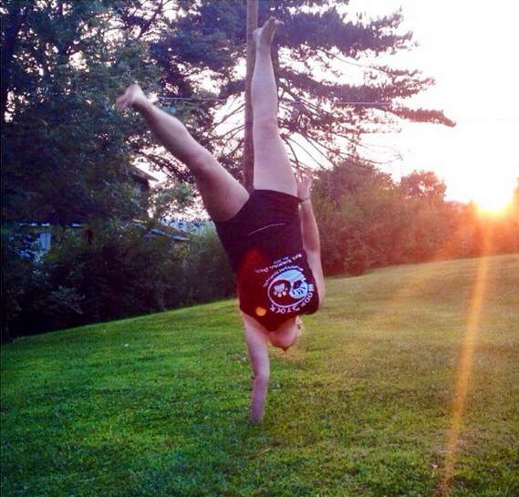 One Handed Handstand