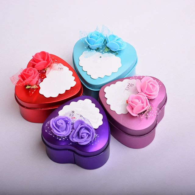Heart Shape Doorgift! Nampak eksklusif! Ready Stock. Kami ada 4 jenis pilihan warna, Ungu, Merah, Biru dan Pink. Boleh pilih ikut tema majlis anda. Termasuk sticker ikut majlis anda! Area Klang Valley, kami hantar percuma ya. Size: Boleh muat 3pcs ferrero rocher. . Heart Shape Tin Box! Suitable for any kind of event. Exclusive look. Good to fit 3 pieces of ferrero rocher. Ready stock! 4 Choices of color. . Price  RM1.80 with sticker with deco bunga RM2.80 with 5pcs of milk chocolate . Free delivery to certain areas in KL and Selangor . WhatsApp kami di +6014.9646.007 atau DM utk order. Jgn lupa LIKE post ni ya dan share post okay . More Info & Testimonials : http://www.royalegifts.com/testimonials