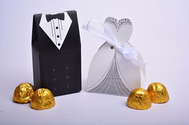 Tuxedo & Dress Wedding Favor Gift Boxes. Simple & cantik! Stok Terhad. Kami ada dua jenis warna utk set Tuxedo & Dress. Complete set, termasuk sticker ikut majlis dan riben putih. Penghantaran percuma area Klang Valley. Tempat2 lain, harga penghantaran yg minimum. Kalau nak masuk cokelat pun boleh, tak perlu pening2, kami settle semua. . Tuxedo & Dress Wedding Favor Gift Boxes. Simple, Stylish & Elegant. Perfect match for your event. Custom stickers with bride and groom name included! . Price RM1.60 per set with stickers RM2.60 with 4 pcs of Golden Chocolate . Bride: 6.5cm Base x 9cm Height Groom: 5cm x 10cm . WhatsApp kami di +6014.9646.007 atau DM utk order. Jgn lupa LIKE post ni ya dan share post okay 👌 . More Info & Testimonials : http://www.royalegifts.com/testimonials