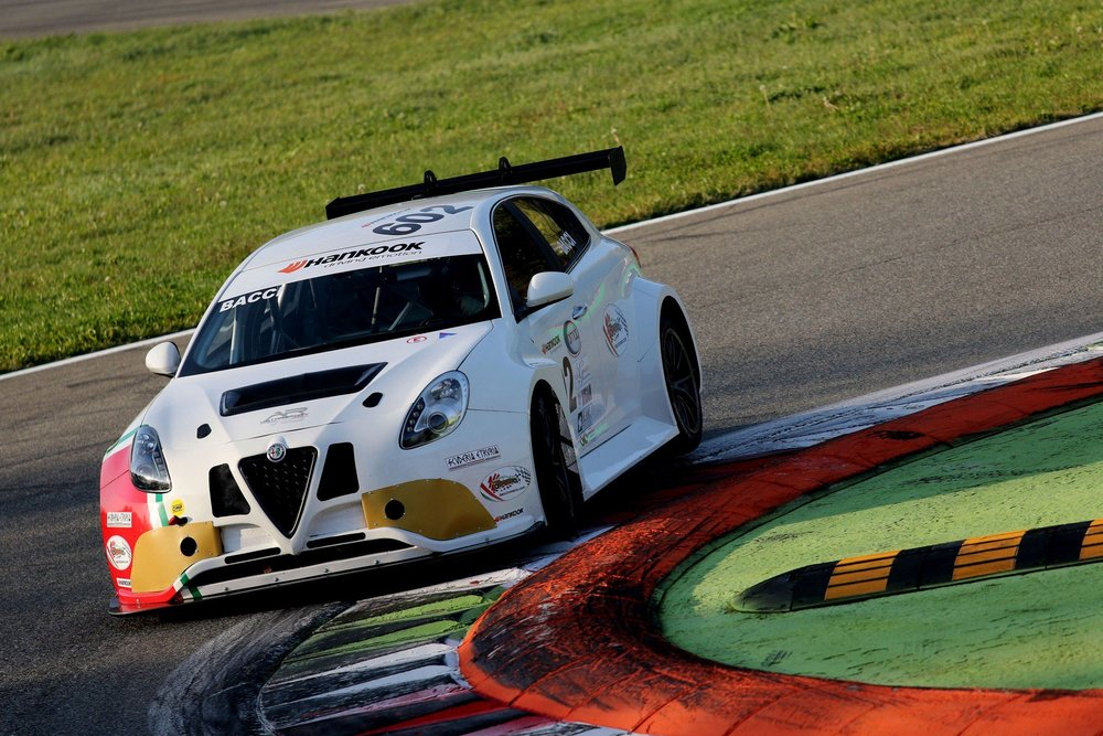 Meccanica42 celebrates 1st podium for Alfa TCT