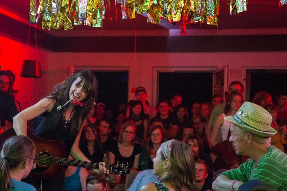 A LIVE Show In YOUR House BLACK SWIFT HOUSE CONCERTS
