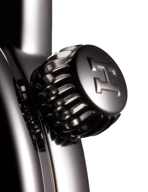 hermes-arceau-temps-suspendu-automatic-watch-crown-detail.png