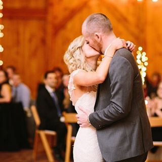 Loving the pics of Brittany and Lawrence's wedding at @shadowcreekweddings with @kaitlynphippsphoto @868estate @cakesbymarida and #amrweddingprofessionals up on our blog today! Photo credit: @kaitlynphippsphoto