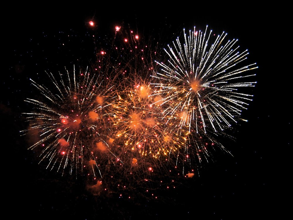 fireworks-1880045_1920.jpg