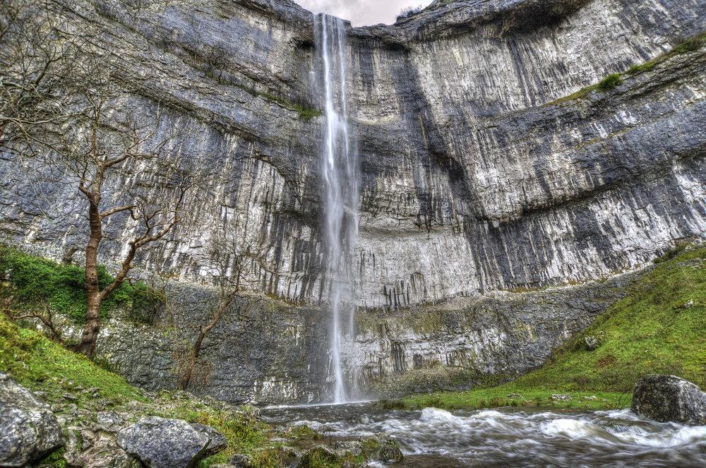 Malham_Cove_Waterfall_03_resize.jpg