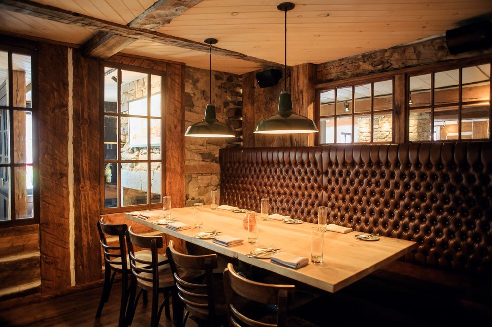 Salle à manger - Jusqu'à 90 personnes.Réservez le restaurant pour vos événements de grande envergure. Nous développerons une formule sur mesure pour votre groupe.