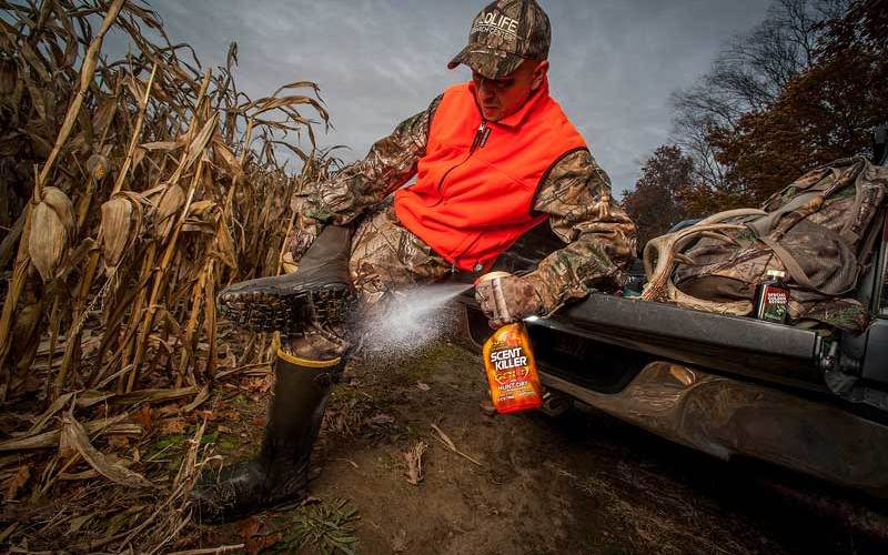 WHITETAIL HUNTERS - TRY A LAYERED SCENT STRATEGY! When it comes to dressing ourselves for hunting, we're always told to layer, layer, layer. It's the best way to stay warm when we need to be warm and cool when we need to be cool. Layering makes it easy to adapt to whatever the day's hunt throws at us. A smart scent control and attractant strategy also works best if thought of in layers, too.