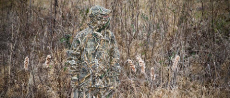 TIPS ON HIDING FROM DUCKS AND GEESE    The ultimate goal in waterfowl hunting over decoys is to completely fool the birds into thinking they are actually joining their live kin on the water or in the field. When you've done everything right, the birds will be so close it will seem you can almost reach out and touch their feathers with your fingertips.